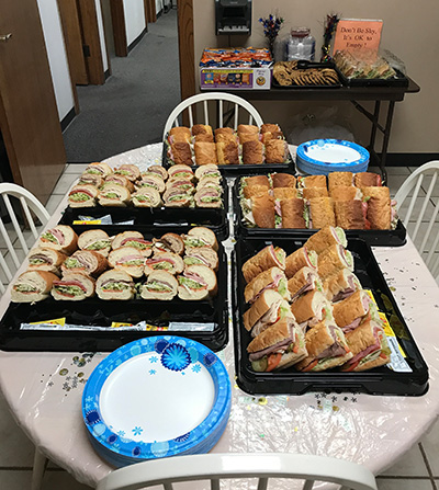 Sandwiches, chips, and cookies for lunch!
